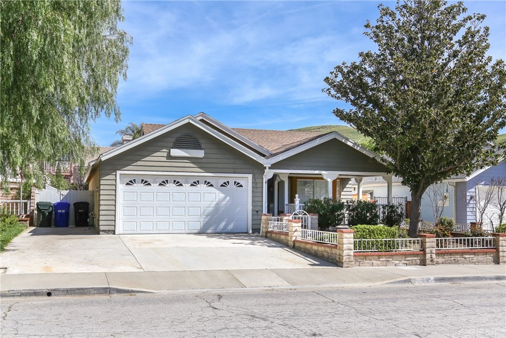 Property for sale at 28445 Victoria Road, Castaic,  CA 91384