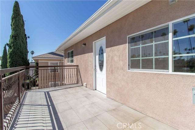 1844 N Van Ness Avenue, Los Angeles CA: http://media.crmls.org/mediascn/f0a4a494-4050-4597-a88b-112d7582e2a9.jpg