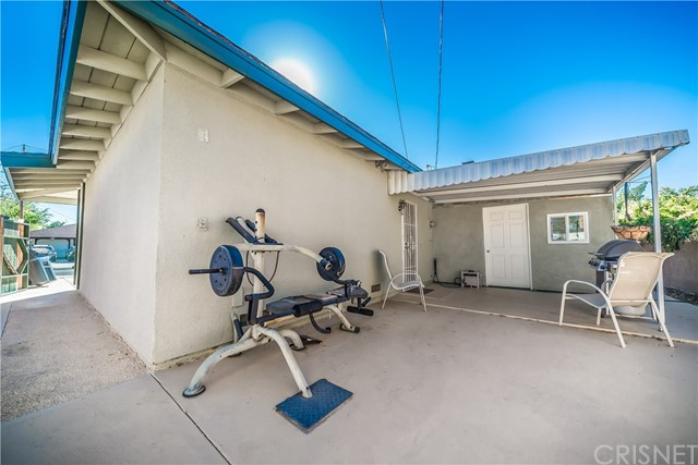 2635 E Avenue R1, Palmdale CA: http://media.crmls.org/mediascn/f0da5c9c-a061-4034-9773-3e6c222f41f9.jpg