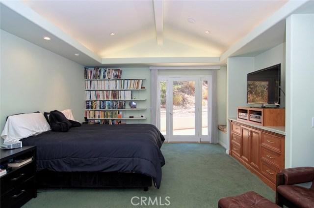 4419 Da Vinci Avenue, Woodland Hills CA: http://media.crmls.org/mediascn/f162e63a-2621-447e-a5d4-c277af13e542.jpg