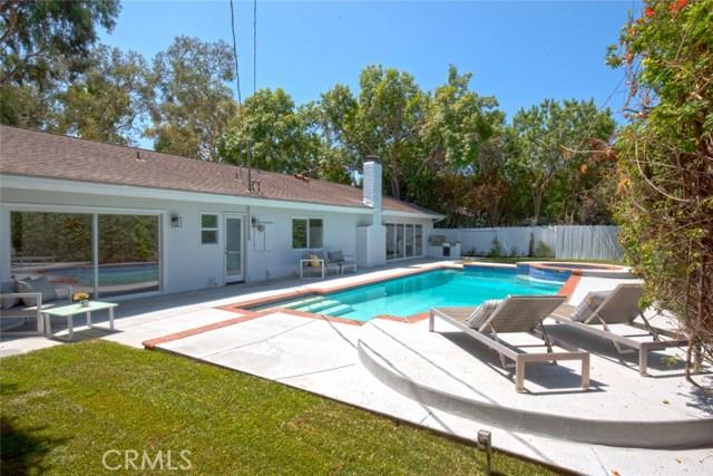 22421 Bessemer Street, Woodland Hills CA: http://media.crmls.org/mediascn/f166d4ea-0355-46eb-8c96-0c08efef7f9e.jpg