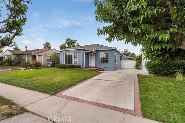 6550 Mclennan Avenue, Lake Balboa CA: http://media.crmls.org/mediascn/f195ebec-f0d6-48e6-99ce-2f87bf67c903.jpg