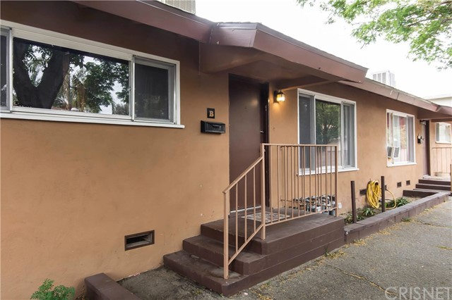 22834 15th Street, Newhall CA: http://media.crmls.org/mediascn/f1d77e01-938d-493c-9e91-9e953bc7c828.jpg