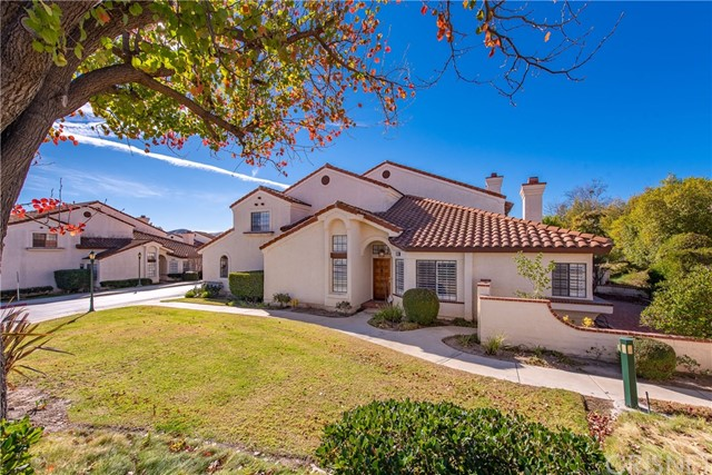 Detail Gallery Image 1 of 29 For 380 Country Club Dr #E,  Simi Valley,  CA 93065 - 3 Beds | 2/1 Baths