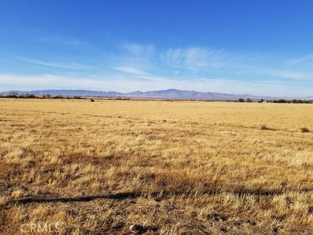 9400 West Avenue G, Antelope Acres CA: http://media.crmls.org/mediascn/f2634d83-6afd-4cb3-b24a-23c0eb11561a.jpg