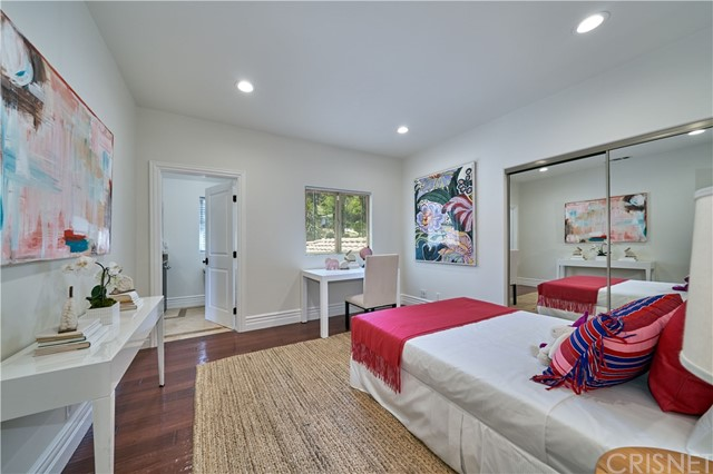 22137 Avenue San Luis, Woodland Hills CA: http://media.crmls.org/mediascn/f28f46c8-6a39-40b3-bfdf-dd5365fea2b6.jpg
