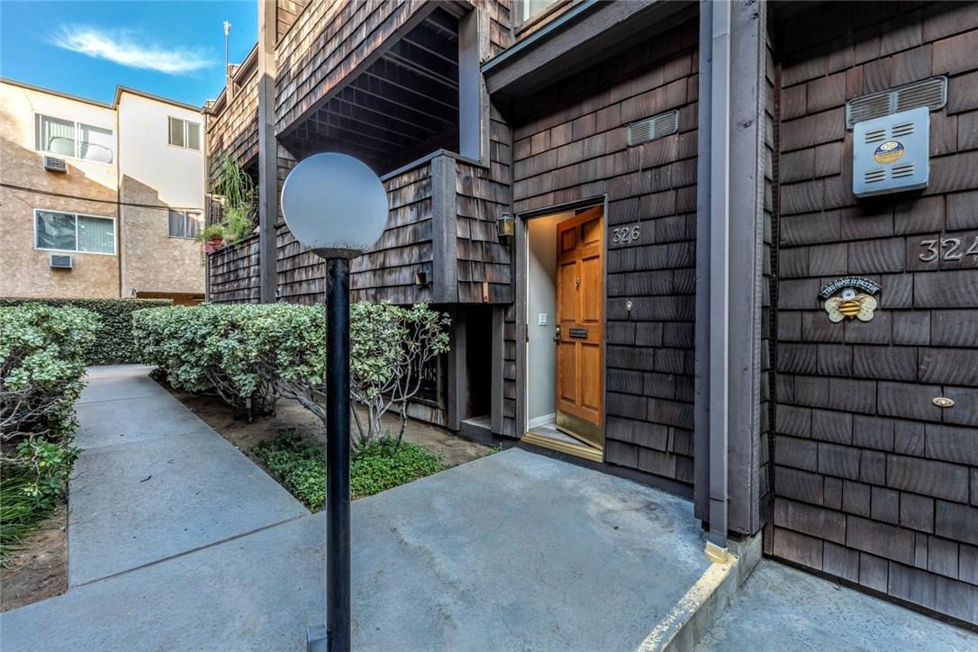 326 N 5th Street, Burbank CA: http://media.crmls.org/mediascn/f2bf4b58-6000-41bb-945c-9014c439474e.jpg