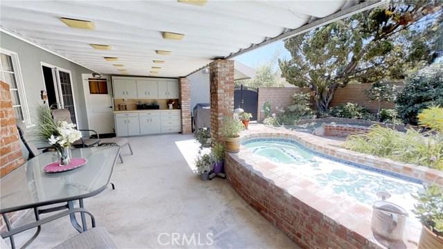9732 Sari Place, Northridge CA: http://media.crmls.org/mediascn/f2e3b65a-5bc4-4922-bb6e-4dc2cfe7dfe4.jpg