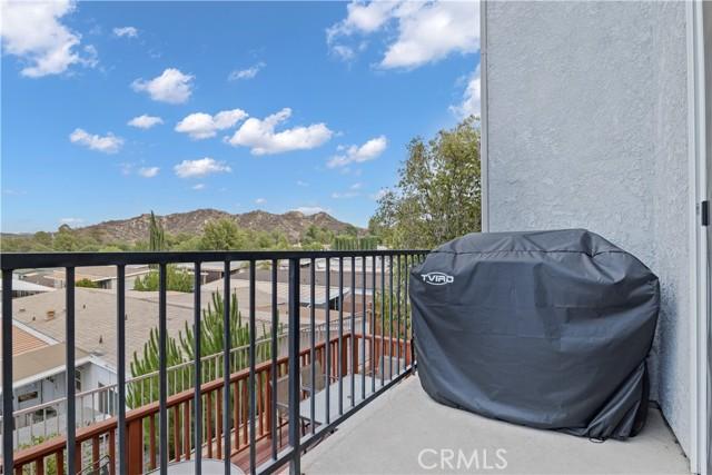 31338 Castaic Oaks Lane, Castaic CA: http://media.crmls.org/mediascn/f33efedb-4bca-4922-9f41-5aafef8db685.jpg