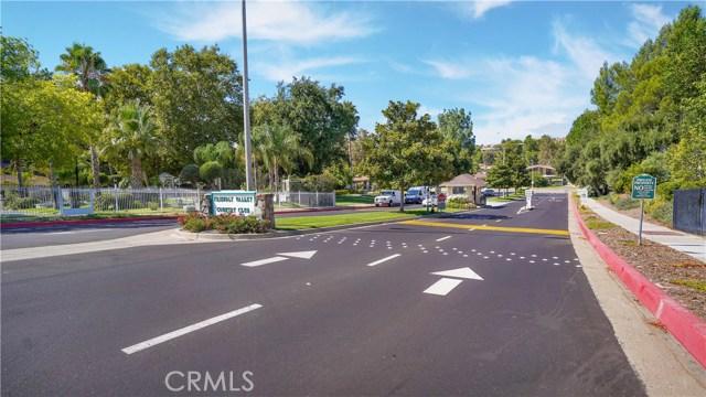 26447 Circle Knoll Court, Newhall CA: http://media.crmls.org/mediascn/f349df3e-6e55-483e-b99b-e2679afe2465.jpg