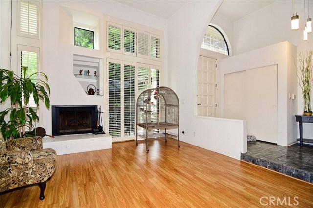 18701 Hatteras Street, Tarzana CA: http://media.crmls.org/mediascn/f38ae5e9-53d9-4efa-8241-bb13ff90746d.jpg