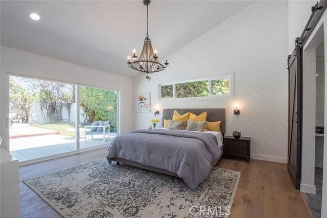 22421 Bessemer Street, Woodland Hills CA: http://media.crmls.org/mediascn/f3aa46b3-e5eb-4030-8027-42529d9c6016.jpg