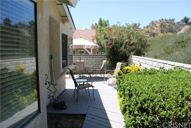 22940 Banyan Place Unit 317 Saugus, CA 91390 - MLS #: SR18117110