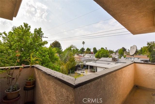 5805 Whitsett Avenue, Valley Village CA: http://media.crmls.org/mediascn/f4e0ca90-fc47-4cc3-89ac-c5a0b3339de3.jpg