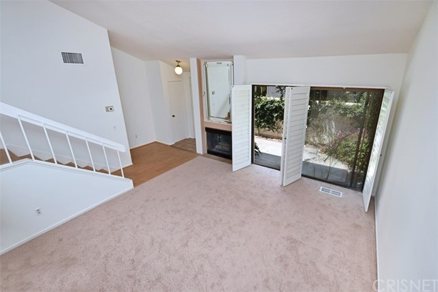 6221 1/2 Nita Avenue, Woodland Hills CA: http://media.crmls.org/mediascn/f52ecb19-1038-49a3-b0a5-0a392ecf99e4.jpg