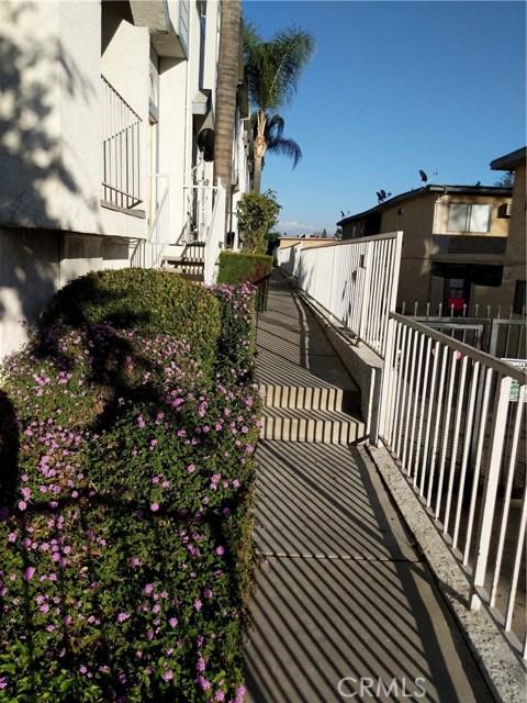 9076 Willis Avenue, Panorama City CA: http://media.crmls.org/mediascn/f552eefb-f328-4865-bc7d-1cd6405dac61.jpg