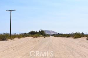 1 Koch Street, Mojave CA: http://media.crmls.org/mediascn/f60cce9b-42eb-4b60-9f98-146fe182adf9.jpg