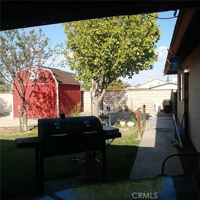 9749 Irene Avenue, California City CA: http://media.crmls.org/mediascn/f61349b3-3ebd-4ec7-b21a-c7d3fb1d6ac2.jpg