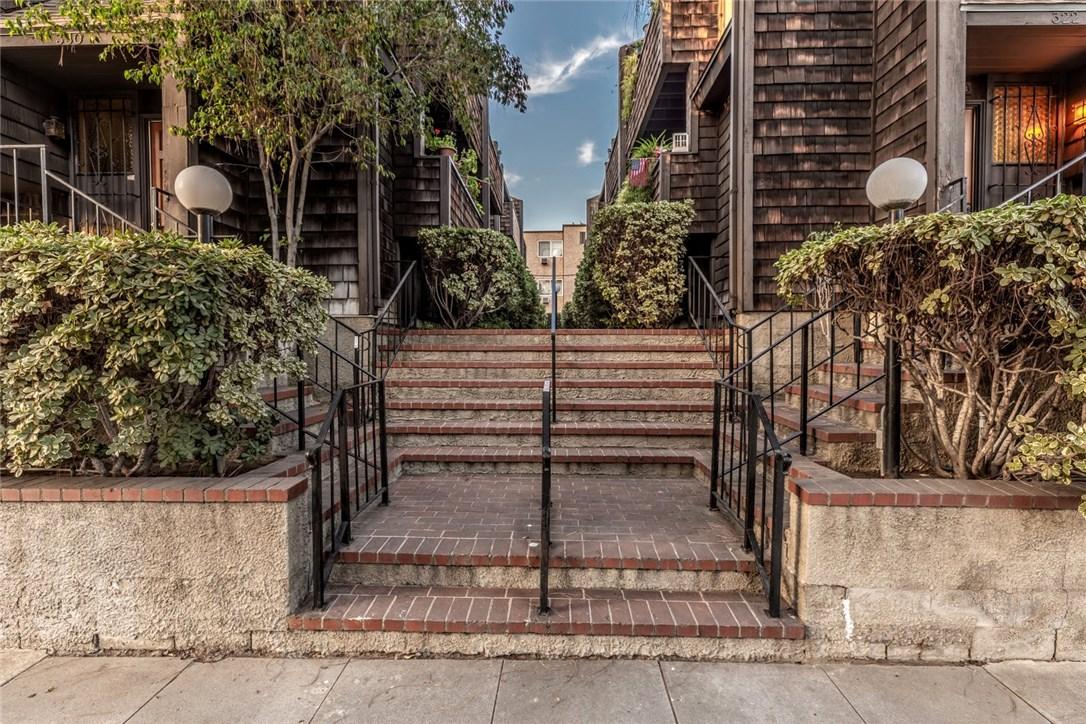 326 N 5th Street, Burbank CA: http://media.crmls.org/mediascn/f673c3ac-b6a5-4905-9688-32a98215abaf.jpg