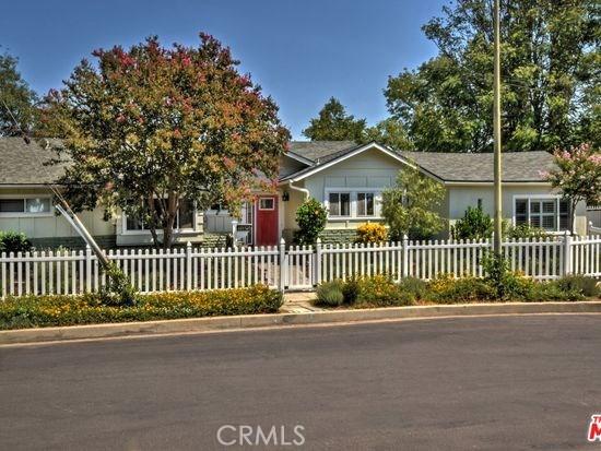15525 Otsego Street, Encino CA: http://media.crmls.org/mediascn/f6c36258-27c4-4e2d-aded-96a2993ecbd3.jpg