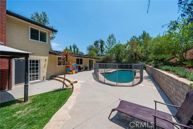 20324 Reaza Place, Woodland Hills CA: http://media.crmls.org/mediascn/f71107b2-0438-44d0-83db-542390218550.jpg