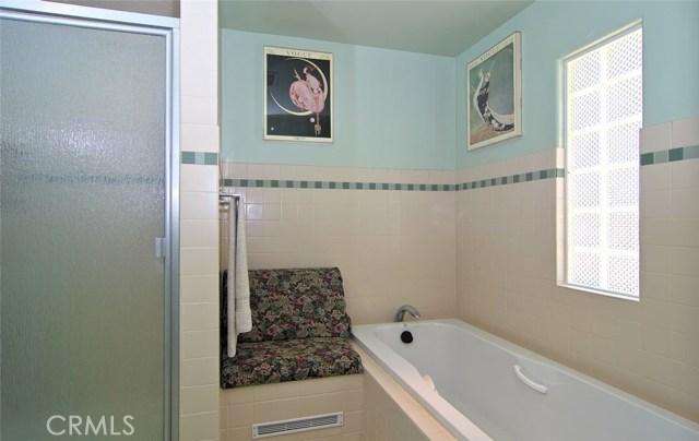 4419 Da Vinci Avenue, Woodland Hills CA: http://media.crmls.org/mediascn/f718f624-6583-44c8-96e6-4c869602b48d.jpg