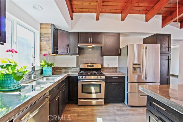 8614 Wentworth Street, Sunland CA: http://media.crmls.org/mediascn/f7d02072-3508-47a3-92e0-5a2e2b0202f1.jpg