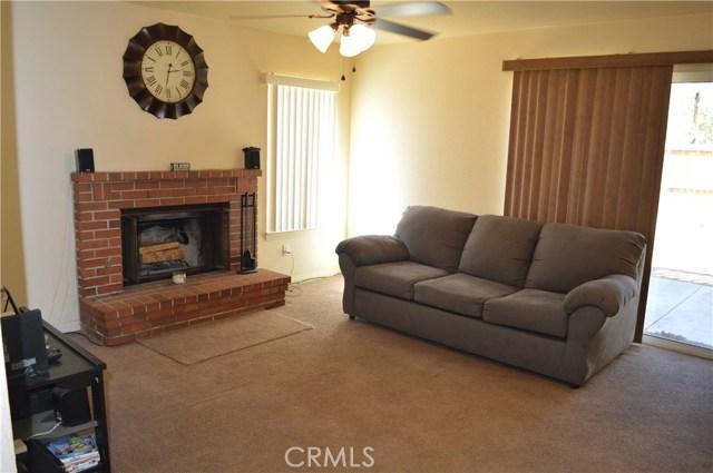 3139 Wellington Drive, Palmdale CA: http://media.crmls.org/mediascn/f84d2fd4-a40a-4876-ad85-30529aa4ddca.jpg