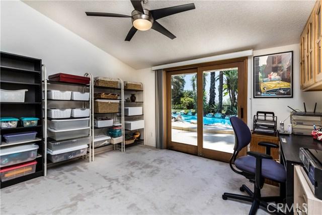 5814 Mcdonie Avenue, Woodland Hills CA: http://media.crmls.org/mediascn/f86ef235-d261-4129-be6a-6c0f51fb0e43.jpg