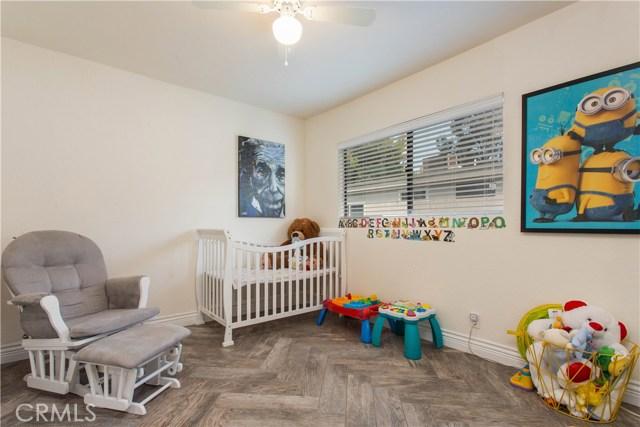 10201 Mason Avenue, Chatsworth CA: http://media.crmls.org/mediascn/f8896aad-adea-4212-88d7-7685d07427bb.jpg