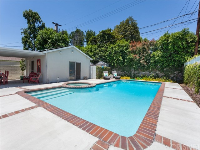 13207 Weddington Street, Sherman Oaks CA: http://media.crmls.org/mediascn/f8a608b6-82e5-44cc-88b3-7719e7560fb5.jpg