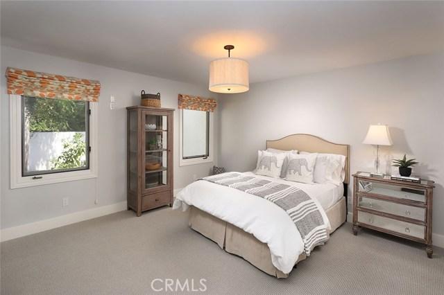 23404 Hatteras Street, Woodland Hills CA: http://media.crmls.org/mediascn/f93cb885-9214-4718-98f1-7a1ab59c3e3c.jpg
