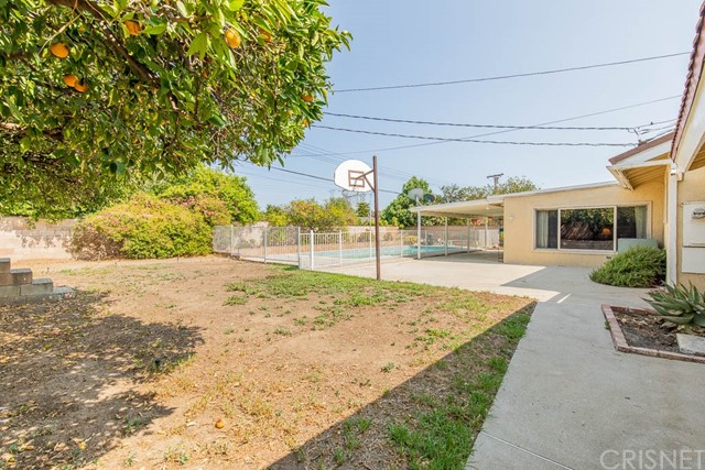 10920 Garden Grove Avenue, Northridge CA: http://media.crmls.org/mediascn/f96a3d7b-2f29-4186-940b-544ee988f8ca.jpg