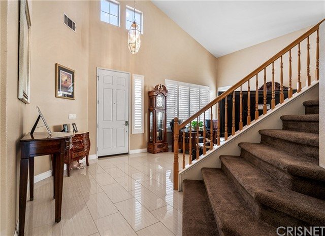 28225 Bel Monte Court, Canyon Country CA: http://media.crmls.org/mediascn/f9a954b3-107a-4eac-b6ee-e3731c381ace.jpg