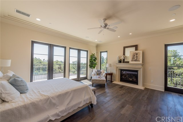 Additional photo for property listing at 11426  Awenita Court 11426  Awenita Court Chatsworth, California 91311 United States