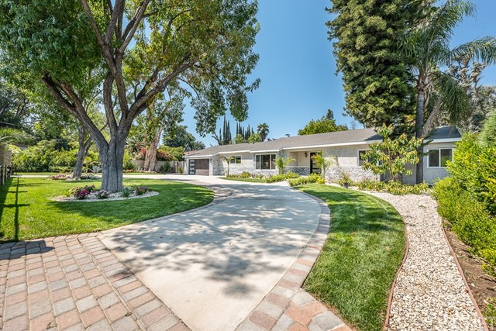 Photo of 5647 Lubao Avenue, Woodland Hills, CA 91367