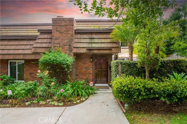 22350 Germain Street, Chatsworth CA: http://media.crmls.org/mediascn/fa304c72-72d0-400a-a4a5-832f1131f9b6.jpg