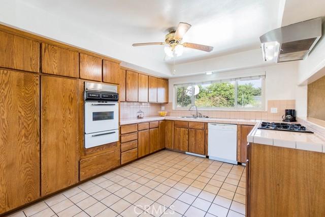 10920 Garden Grove Avenue, Northridge CA: http://media.crmls.org/mediascn/fa4bc073-b88d-47e5-8b33-b5fc55316bf3.jpg