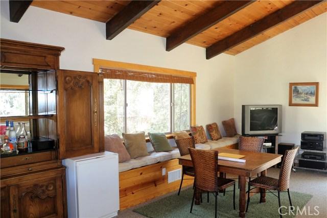 1420 Bernina Drive, Pine Mtn Club CA: http://media.crmls.org/mediascn/fa8c0705-f32e-4c3c-8c44-9c45e4a09a9b.jpg