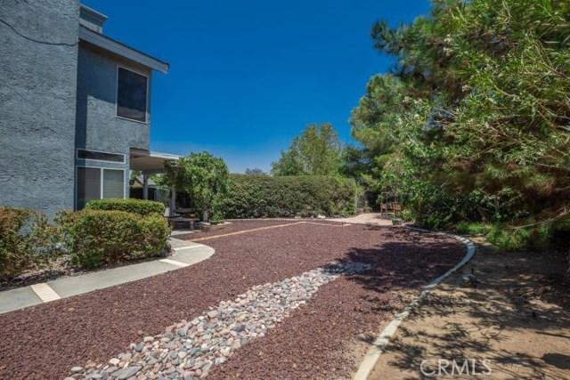 41868 Tilton Drive, Palmdale CA: http://media.crmls.org/mediascn/face7756-9f8f-40c3-aacc-f8b8d3941dc1.jpg