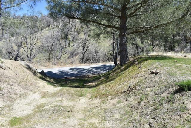28451 Deertrail Drive, Bear Valley Springs CA: http://media.crmls.org/mediascn/fad4b4f1-0a05-4b9c-aa85-dd23c8f042f1.jpg