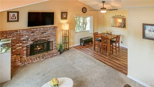 18031 River Circle, Canyon Country CA: http://media.crmls.org/mediascn/fb3106e9-5ad0-4880-a5c3-c39af77c5416.jpg