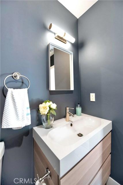 6633 Costello Avenue, Valley Glen CA: http://media.crmls.org/mediascn/fb83ba1f-c27a-442a-8637-081acb319f55.jpg