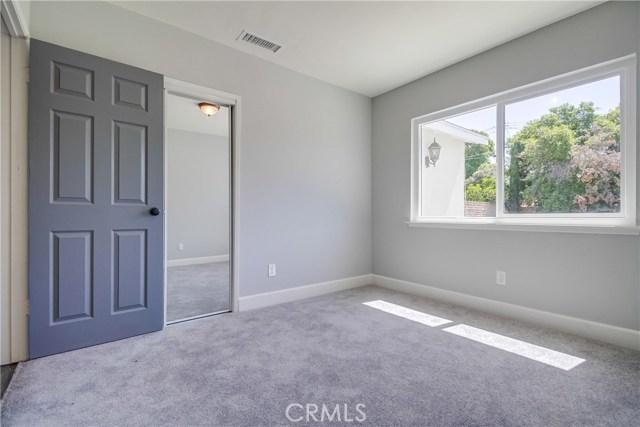10426 Yolanda Avenue, Northridge CA: http://media.crmls.org/mediascn/fbd80a5e-b6c0-4b59-a1c6-756f43ca7a84.jpg