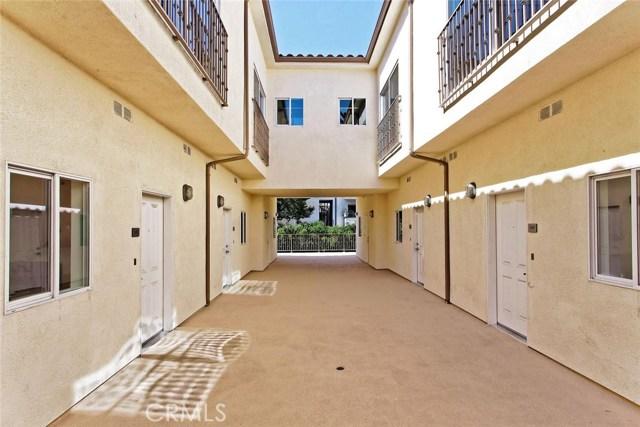 14735 Friar Street, Van Nuys CA: http://media.crmls.org/mediascn/fbf0344a-d680-4398-b5c6-b378e1c86092.jpg