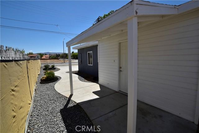 4359 W Avenue L8, Quartz Hill CA: http://media.crmls.org/mediascn/fcd39b23-14fc-4539-b7a5-c281ba5be75f.jpg