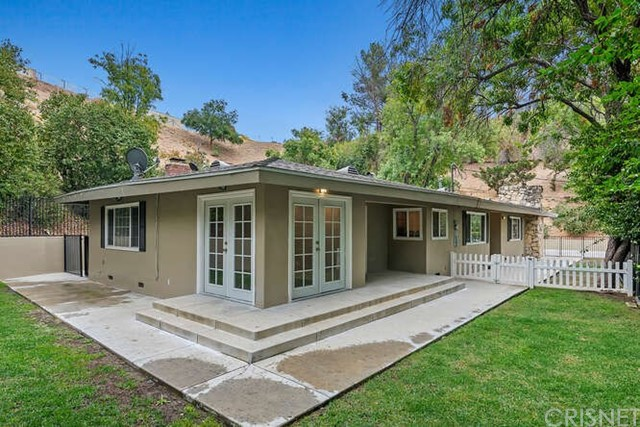 Photo of 5171 Dumont Place, Woodland Hills, CA 91364
