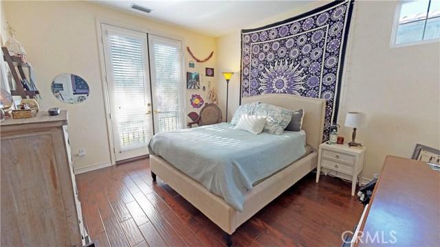 26915 Augusta Place, Valencia CA: http://media.crmls.org/mediascn/fd5711f8-f07e-4fcf-9256-4444760afa2d.jpg