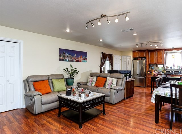 38757 Glenbush Avenue, Palmdale CA: http://media.crmls.org/mediascn/fd71f0b4-a220-47d9-9519-9fb16fa289d5.jpg