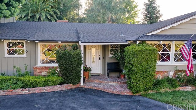 Photo of 6123 Woodlake Avenue, Woodland Hills, CA 91367
